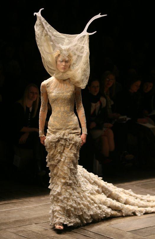 Alexander-mcqueen-fashion-designer.jpg